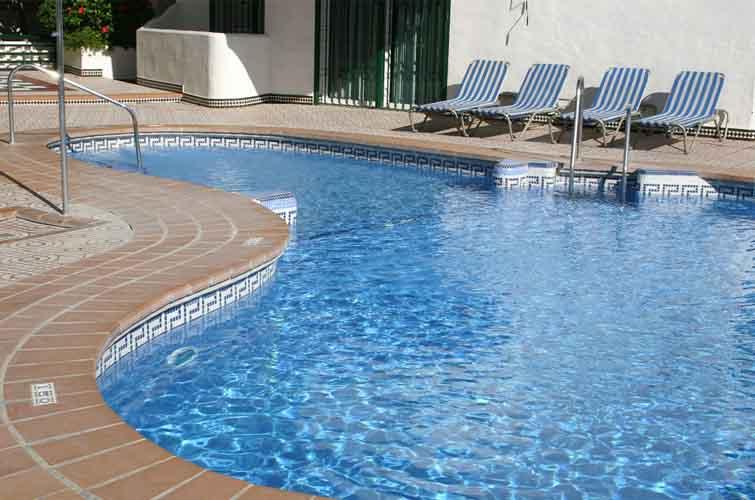 Dịch vụ chống thấm bể bơi
